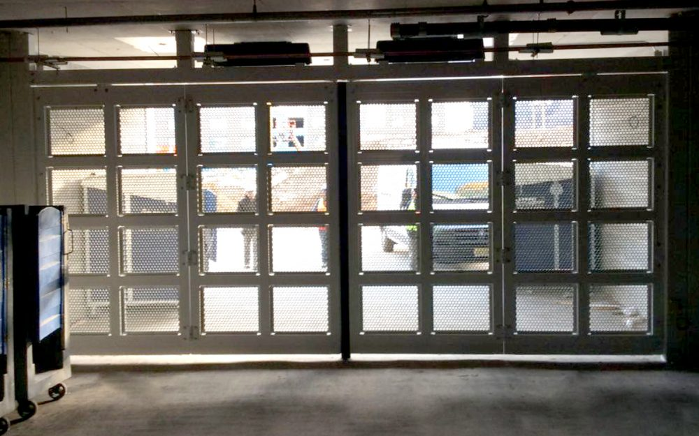 Four-Fold Doors with Grille Insert
